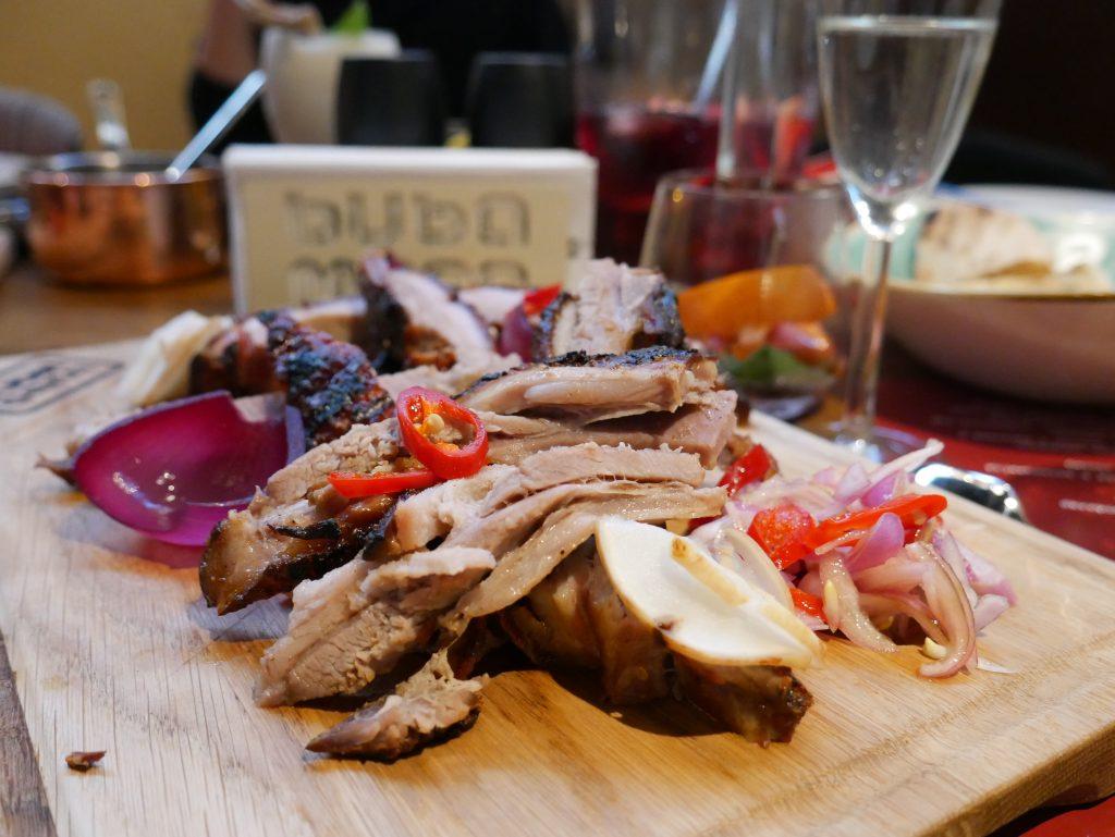 deska mięs oraz prosecco w restauracji bubamara