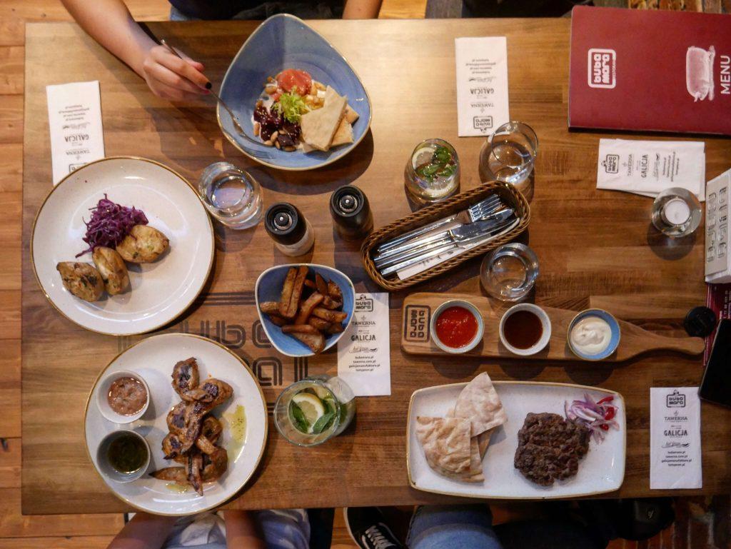 menu restauracji bubamara to dania kuchni bałkańskiej